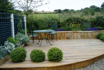 Low maintenance deck garden