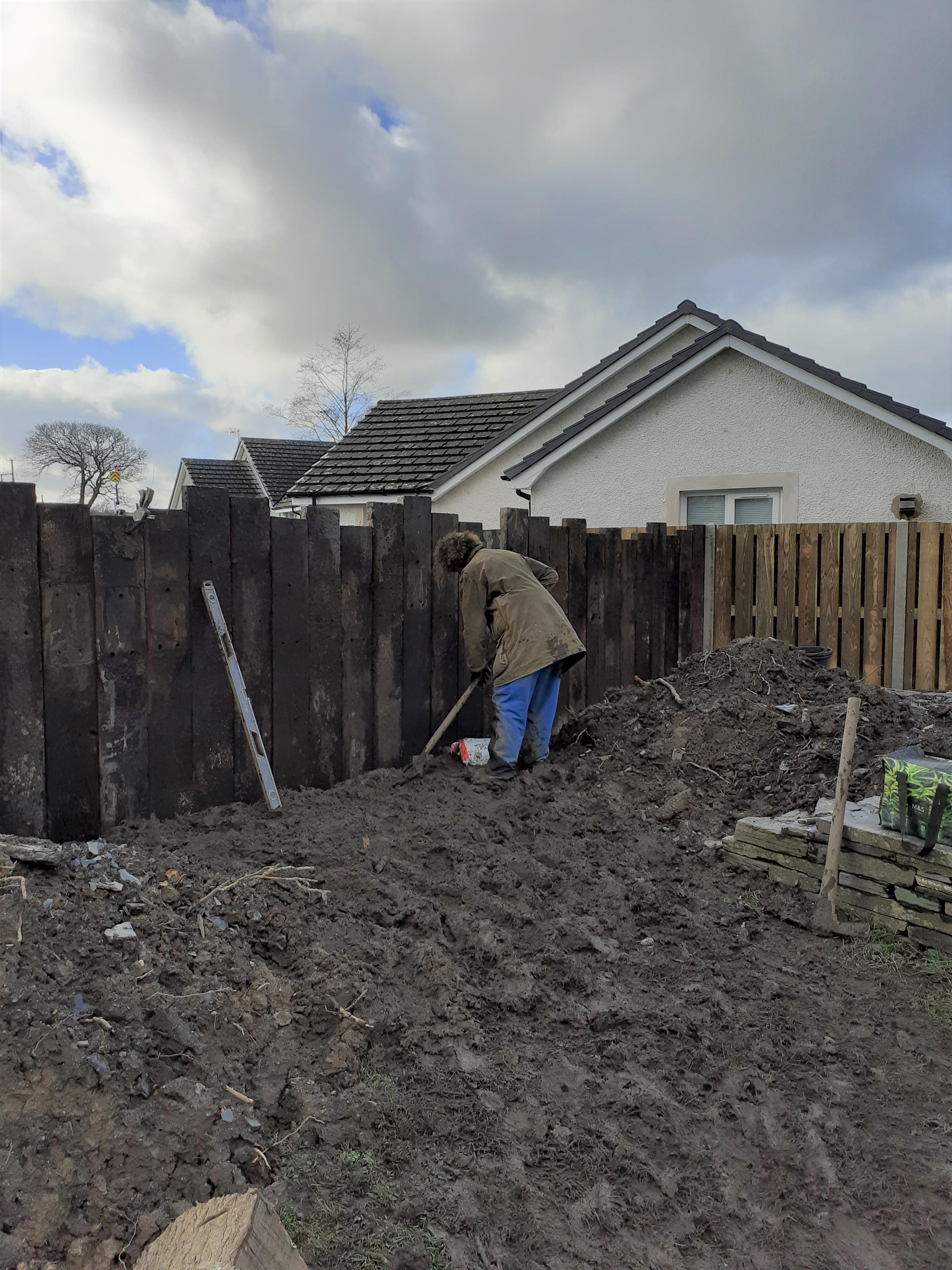landworks-working-in-the mud-llechryd